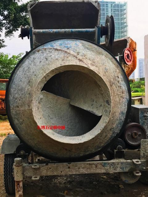 新型混凝土搅拌机
